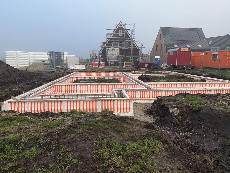 Studio voor Bouwkunst - Moderne minimalistische kubus woning in houten gevelbekleding aluminium kaders - Meerstad, Groningen